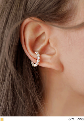 [JEWELRY] PEARL EAR CUFFS